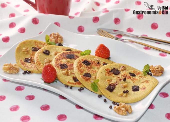 Tortitas de plátano, chocolate y nueces. Receta sin azú