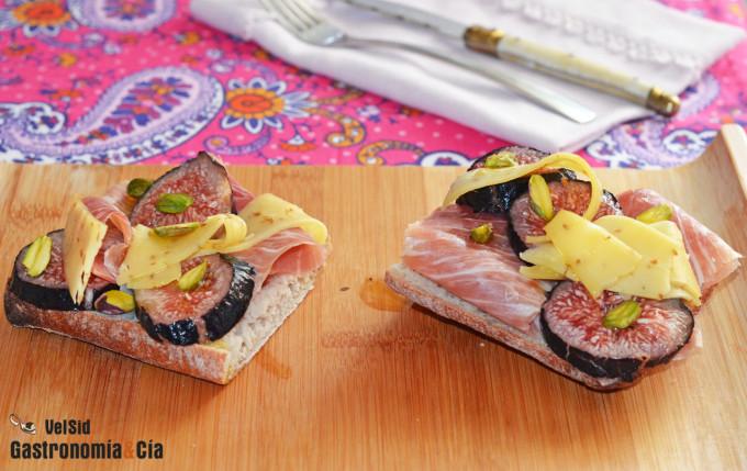 Tostadas con jamón ibérico, higos y queso con cominos