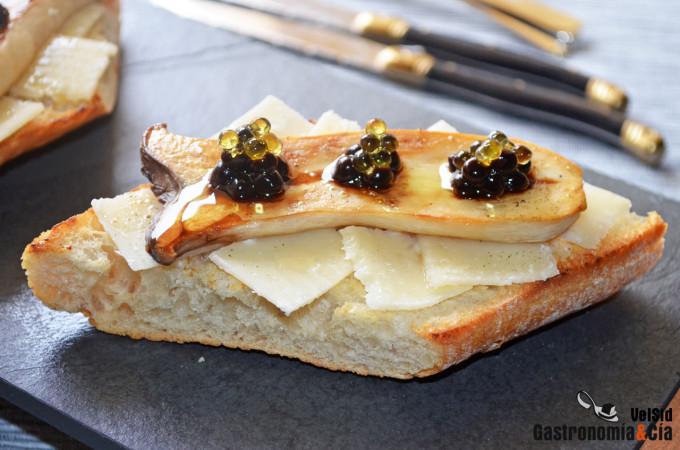 Tosta con seta de cardo y caviar de aove y vinagre bals