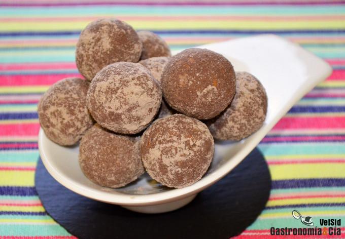 Trufas proteicas de chocolate, avellana y semillas