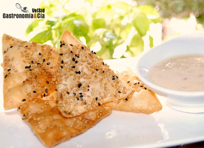 Wonton frito con sésamo