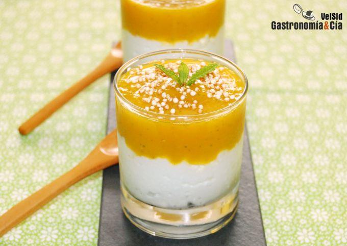 Yogur con mango y hierbabuena