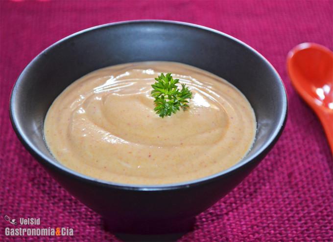 Yogur, mostaza y sriracha, tres ingredientes para una s