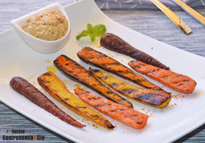 Zanahorias a la parrilla con salsa fría de curry verde