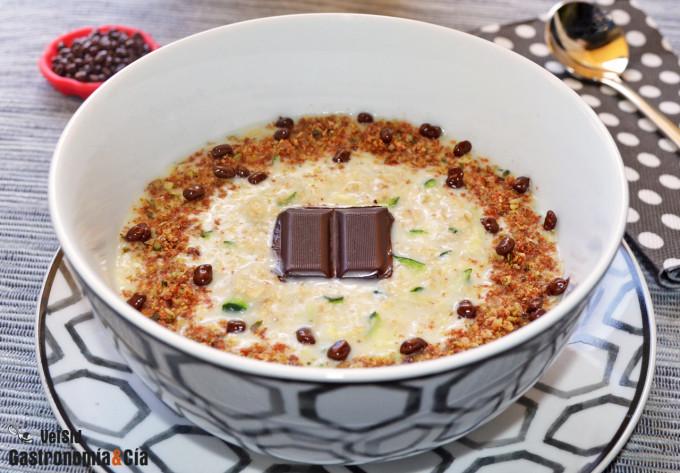 Zoats o gachas de avena con calabacín, chocolate y semi