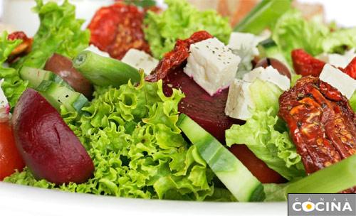Doce recetas de ensalada gastronom a c a for Cenas frias canal cocina