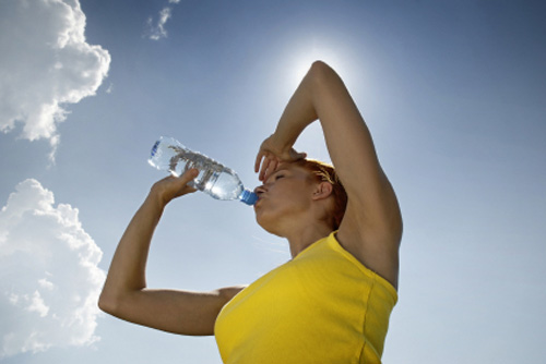 Beber agua hidratación