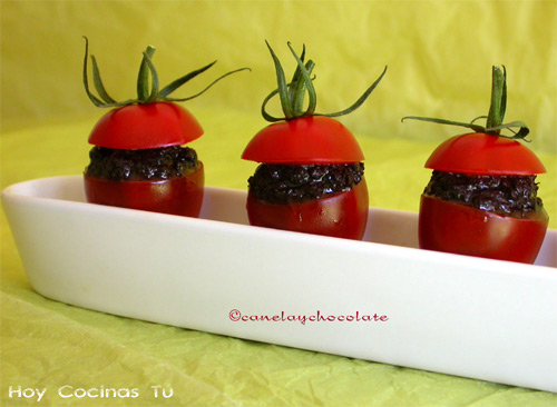 Tomates rellenos mediterráneos