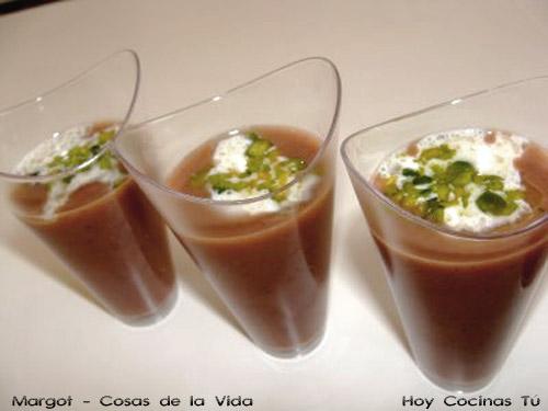 Chupito de azuki con mascarpone y polvo de pistachos