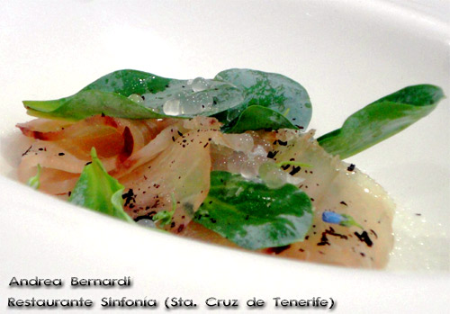 Peto ligeramente ahumado, ostra de tierra, carbón vegetal y caviar esencial de mar