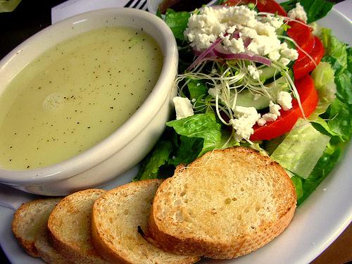 Sopa griega de huevo y limón