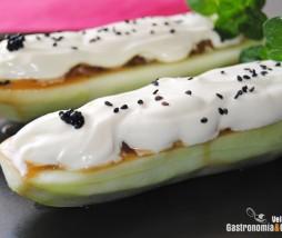 Pepino relleno de tartar de atún con wasabi y crème fraîche