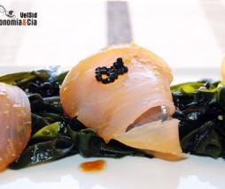 Ensalada de wakame con marlin ahumado