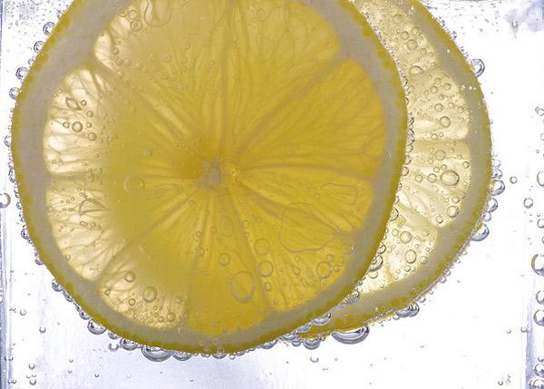 Hacer más ácido un líquido o una elaboración