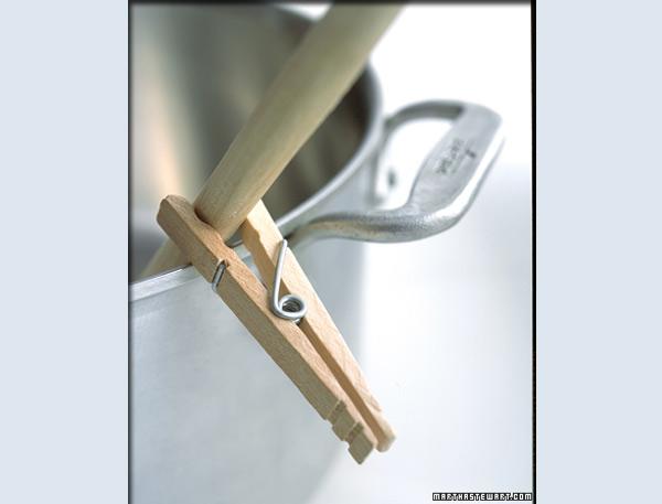 Pinza para ropa útil en la cocina