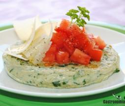 Tortillitas de calabacín con tomate concasse y parmesano