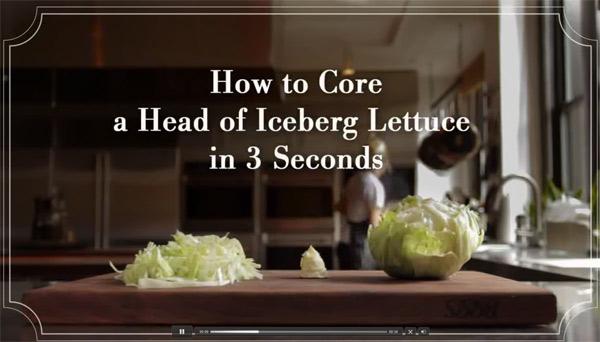 Quitar el núcleo de una lechuga iceberg
