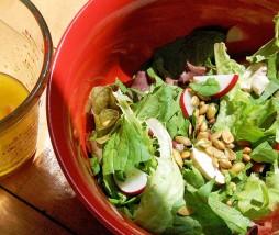Arreglar una ensalada con demasiada vinagreta