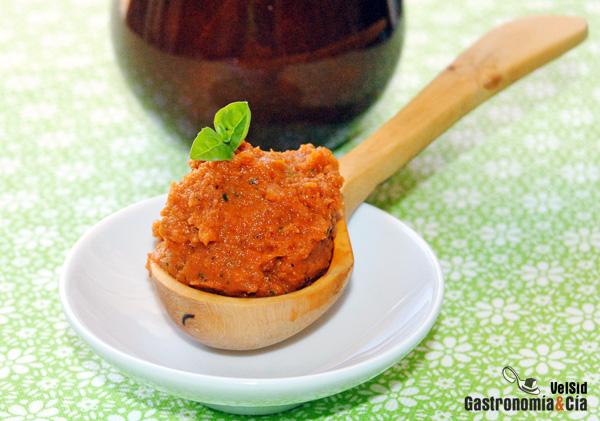 Mojo de tomate picante, con harissa, ajo, jengibre...