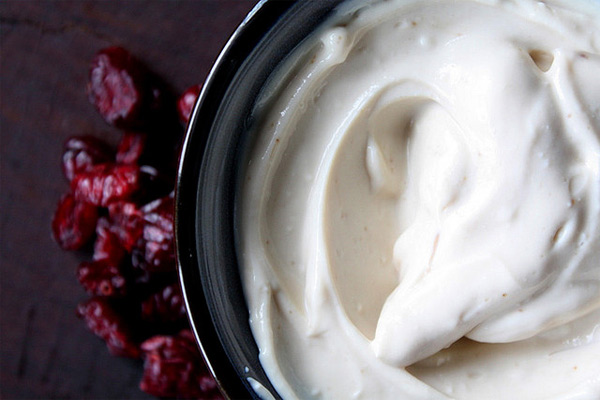 Cómo hacer hangop con suero de mantequilla y yogur