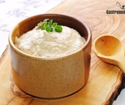 Salsa de parmesano para acompañar carnes, pasta o untar unas tostadas