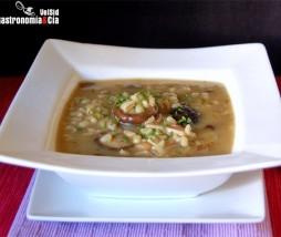 Sopa de cebada perlada con setas