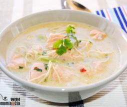 Sopa de coco con salmón