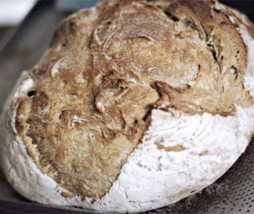 Pan para hacer con masa madre natural con manzana
