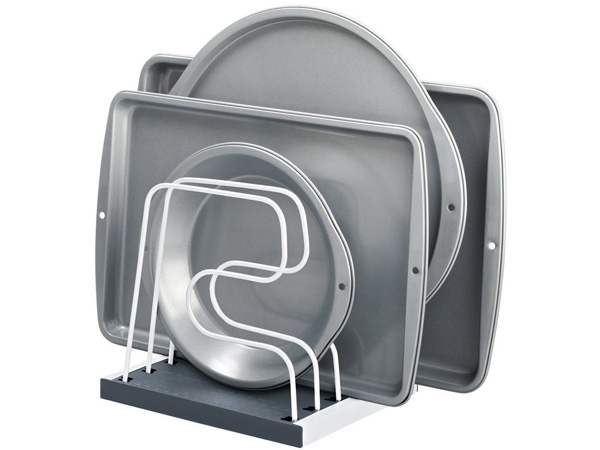 Ordenar moldes y bandejas de horno
