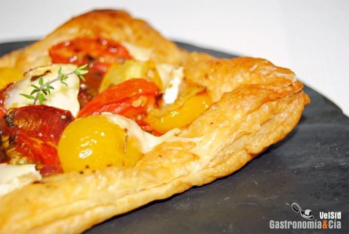 Hojaldre de tomate y queso