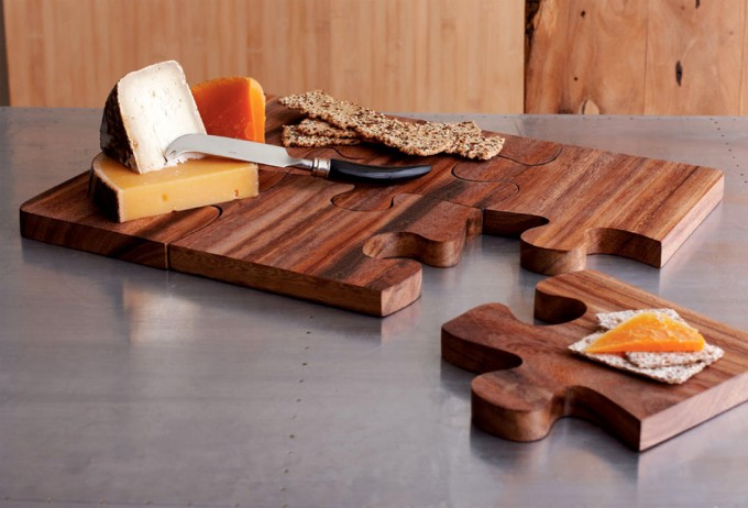 Tablas para cortar y servir en piezas de puzzle for Como hacer una tabla para picar de madera