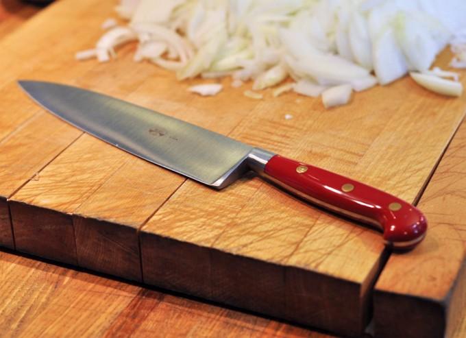 C mo sujetar un cuchillo de cocina correctamente for Cuchillos de cocina