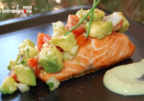 Receta de salm n con ensalada de aguacate - Ensalada salmon y aguacate ...
