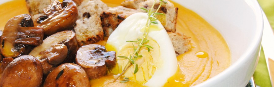 Crema de boniato con champiñones portobello y huevo