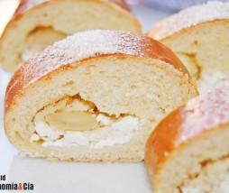 Pan casero con requesón y almendras