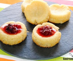 Pastelitos de queso crema con mermelada de rosas