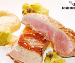 Secreto de cerdo ibérico con salsa de caqui y especias
