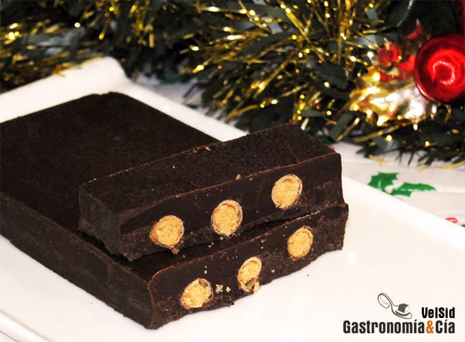 Receta de turrón de chocolate relleno de neulas y praliné