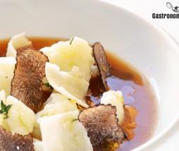 Coliflor con caldo de jamón, parmesano y trufa negra