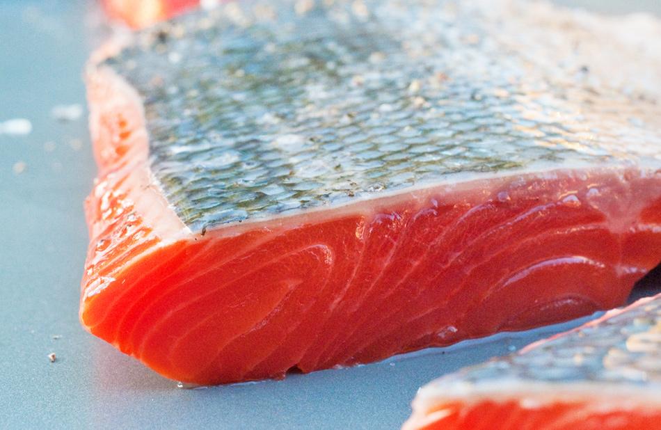 Truco de cocina: Quitar las espinas del salmón