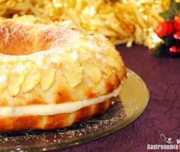Brioche de Reyes con manzana y relleno de crema frangipane