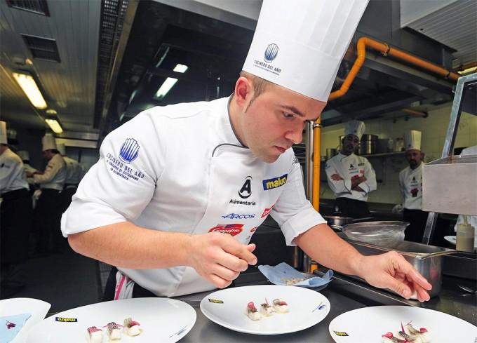 Asier alcalde quinto semifinalista del concurso cocinero for Herramientas de un cocinero