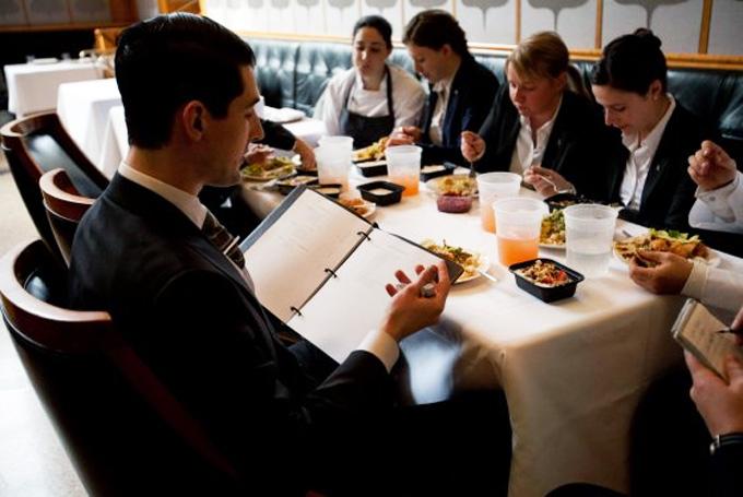 Algunos restaurantes utilizan la información de internet de sus clientes | Gastronomía & Cía