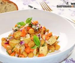 Tofu, garbanzos, zanahoria y albahaca