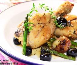 Pollo con espárragos y aceitunas