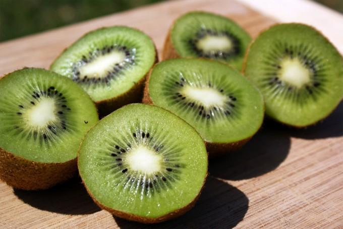 Pelar un kiwi