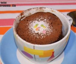 Bizcocho de café en taza y en microondas