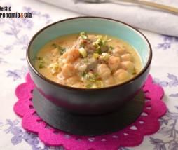 Sopa de garbanzos, cordero y coco