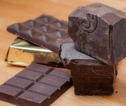 Chocolate negro con trazas de leche