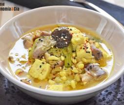 Sopa con tofu, setas y trigo tierno